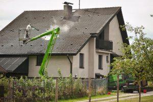 Umyjemto díky výškové technice vyčistí jakoukoliv střechu.