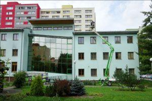 Vyčištění jakkoliv architektonicky složitého firemního objektu není pro Umyjemto žádný problém.