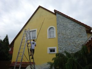 Údržba střechy a fasády.