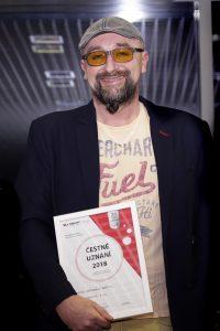 Obchodní ředitel Systému odstranění graffiti Pavel Hamberger při předání ocenění.