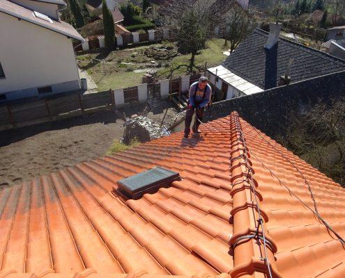 Mytí oranžové střechy