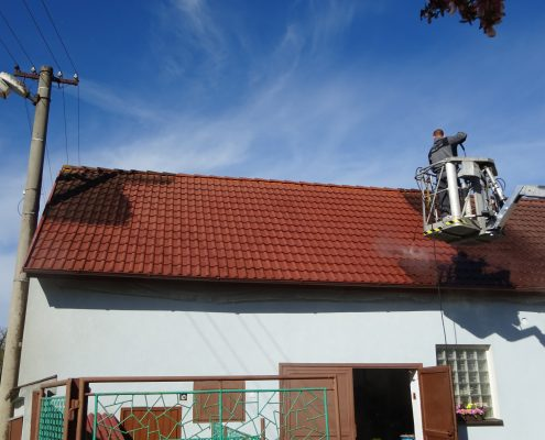 Čištění červené střechy