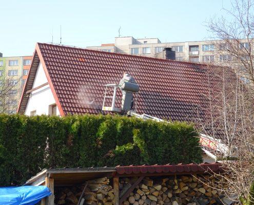 Očista střech z plošiny