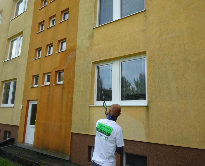 Umývání rámu oken