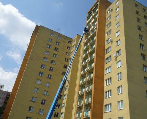 Čistění balkónu z plošiny